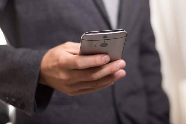 Comment rattacher un forfait free mobile?